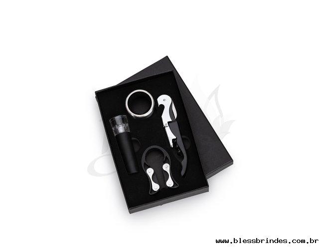 http://www.blessbrindes.com.br/content/interfaces/cms/userfiles/produtos/kit-vinho-quatro-pecas-na-caixinha-10044-1562264149-431.jpg